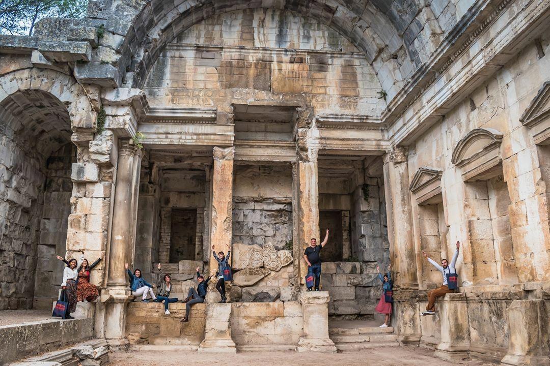 Nîmes gard romain arènes collectif hello le sud