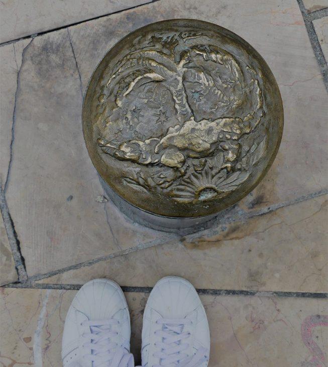 Nîmes gard romain arènes emblème crocodile