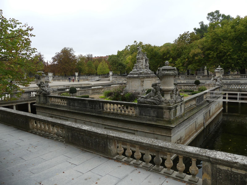 Nîmes gard romain arènes jardins de la fontaine