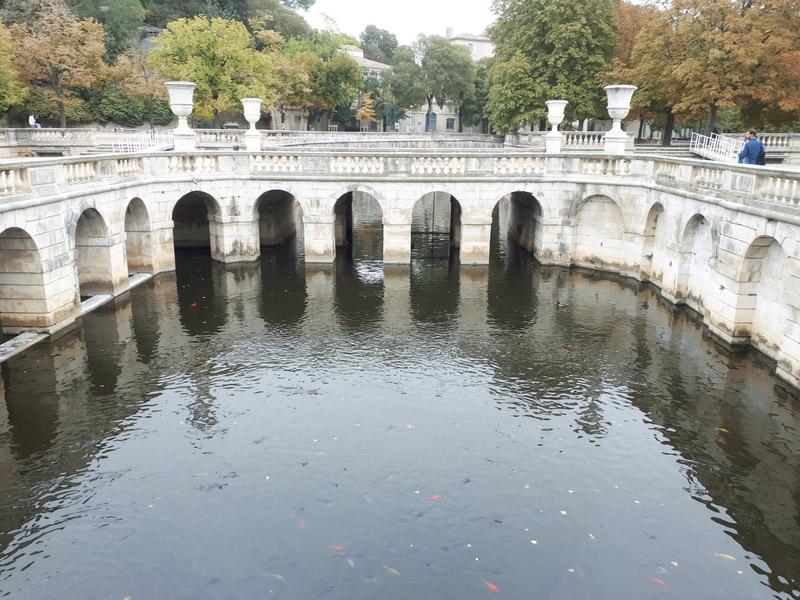 Nîmes gard romain arènes jardins fontaine
